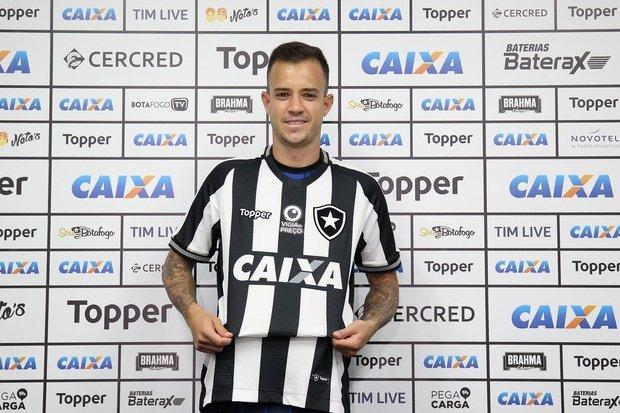 608eef47e1 Botafogo apresenta  aguerrido e polivalente  Gustavo FerrareisO Botafogo  apresentou nesta terça-feira o meia Gustavo Ferrareis.
