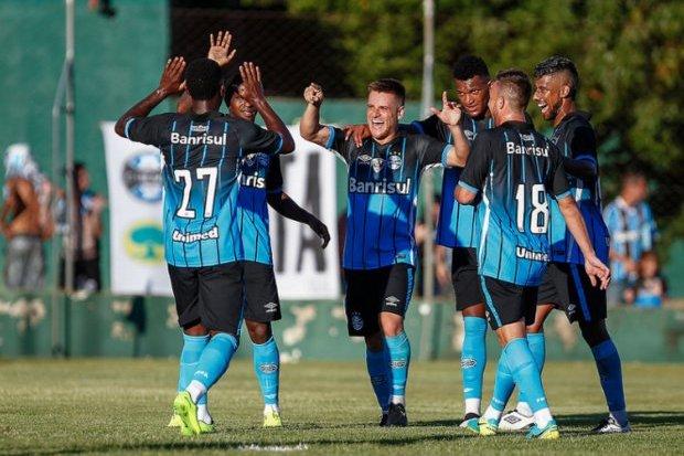 5e1514b3ed Grêmio aproveita expulsão e vence Cruzeiro-RS    ogol.com.br