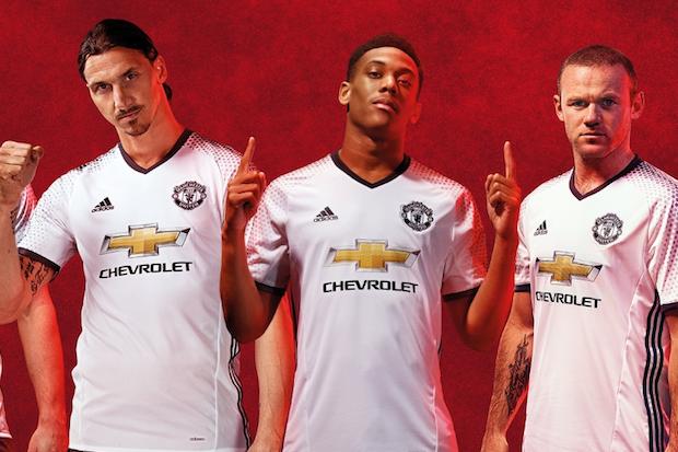 Clubes ingleses lançam novos uniformes. Confira mais mantos europeus para a  próxima temporada b9585e0d8e1ff
