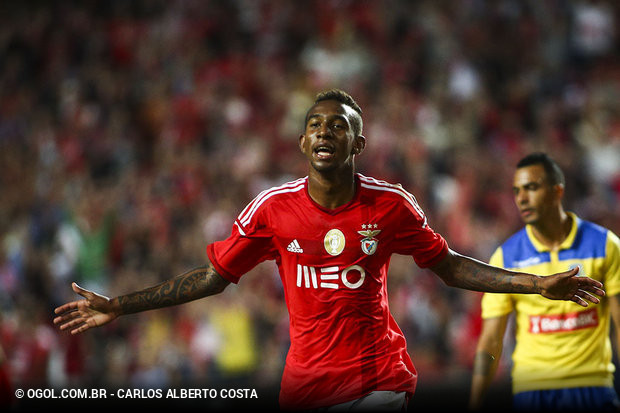 Os clubes portugueses costumam apostar em muitas jovens promessas do futebol  brasileiro. A maioria não dá certo 5be1ae57deeb6