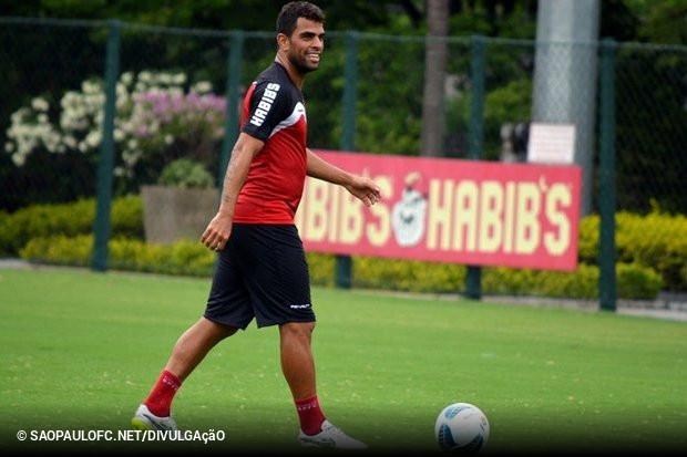 Maicon será jogador do Grêmio. O meia aproveitou a sexta-feira para se  despedir dos companheiros de São Paulo antes de seguir para Porto Alegre 54b13e0909af9