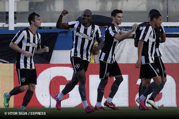 Sassá marca e Botafogo assume liderança do Carioca    ogol.com.br 4492aa0aeabb4