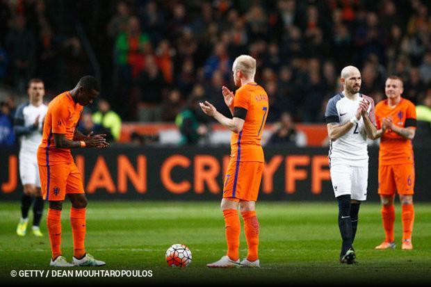 O dia foi de homenagem para Johan Cruijff em Amsterdã 2fe85ecc94e79