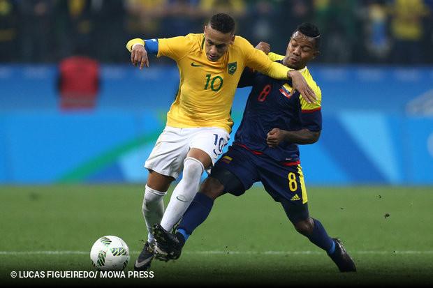 Brasil elimina Colômbia com gols de Neymar e Luan    ogol.com.br 03e6709961e56