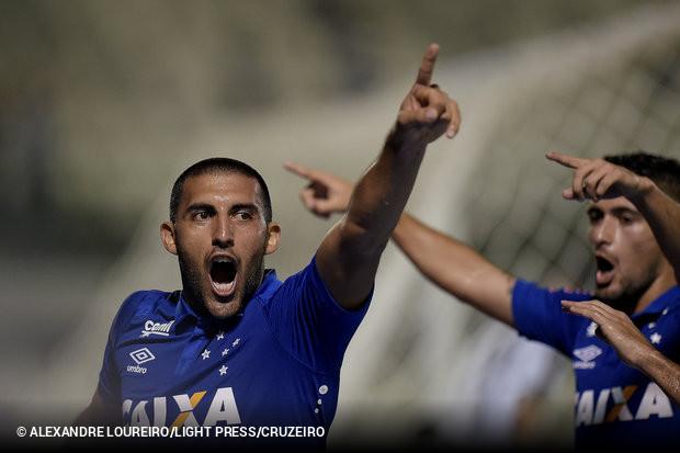 O Cruzeiro conquistou uma grande vitória sobre o Botafogo para encaminhar a  vaga nas quartas de final da Copa do Brasil. Na Arena Botafogo 408b83a4c584c