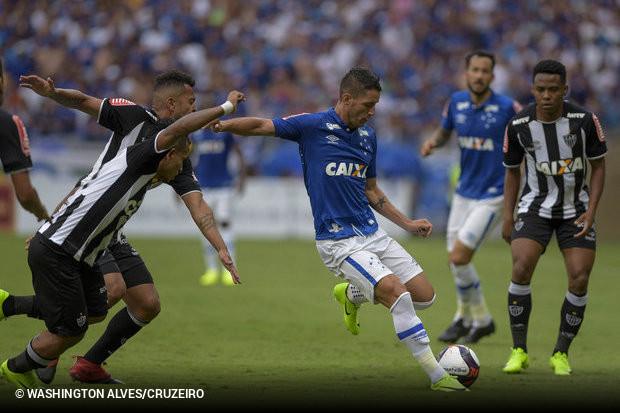 3190b41a84 Foi de perna direita que o canhoto Thiago Neves conseguiu seu primeiro gol  pelo Cruzeiro