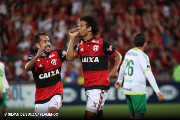Flamengo goleia Chapecoense e vai para as quartas da Sul-Americana ... dadf7809a6c45