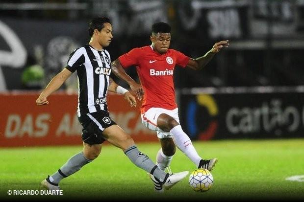 f8f7391a18 Dudu Cearense vê balanço positivo em 2017 e quer seguir no Botafogo ...