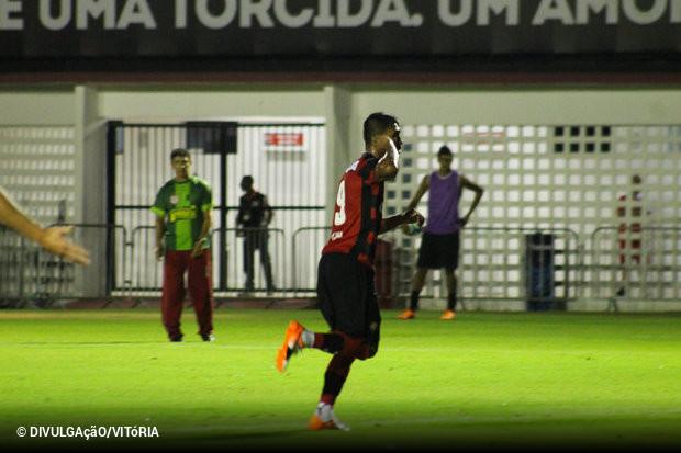 Kieza vai ficar mesmo no Vitória em 2018. O jogador teve propostas de Vasco  e Botafogo c5fc5896fdb92