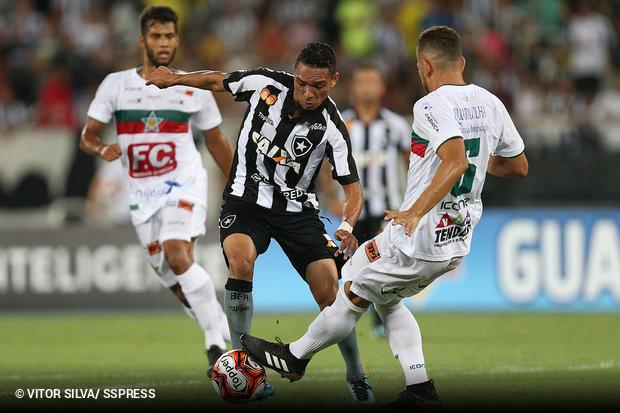O Botafogo escapou de estrear com derrota no Campeonato Carioca graças a um  gol no fim do jogo 564b51c7a2e07