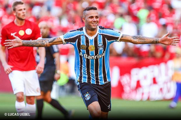 O Grêmio dominou o primeiro tempo do clássico e abriu 2 a 0 com dois tentos  de Luan. O Inter 75d288af1678c