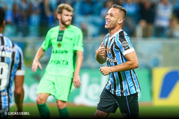 b16385dbc0 Empate contra Avenida é suficiente para Grêmio se garantir na decisão do  Gaúcho
