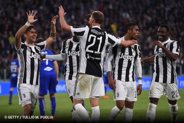 Douglas Costa comanda vitória sobre Sampdoria e Juve e abre boa ... c0d7cb099eab7