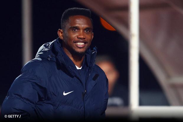 974a382696 O experiente atacante camaronês Samuel Eto´o deixa o futebol europeu pela  primeira vez na carreira. Na noite desta segunda-feira (13)