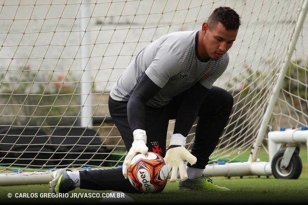 Ex-Vasco é o terceiro reforço do dia no Fortaleza    ogol.com.br 73be30e1db588