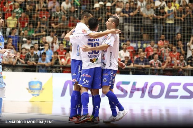 Um novo nome no hall dos campeões da Liga Nacional de Futsal foi escrito  neste domingo  Pato Futsal. Fundada em 2010 e7122335d3330