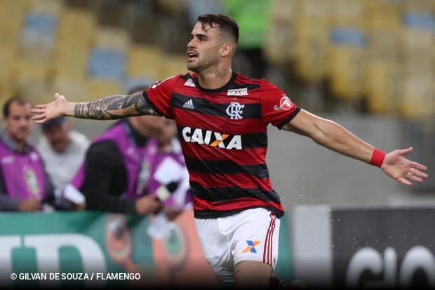 A busca por reforços para o setor de ataque no Grêmio parece ter encontrado  sua primeira solução. Felipe Vizeu 41c3378780451
