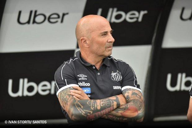 Jorge Sampaoli confirmou ainda não estar satisfeito com a postura do Santos  no mercado. O clube tem tido dificuldades para trazer os reforços pedidos  pelo ... d07e919ab8fce