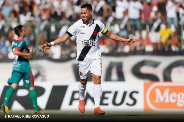 Um pênalti polêmico ajudou o Vasco a vencer a Portuguesa 18cf859bdfe0b