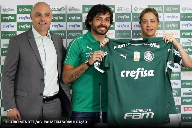 Um dos grandes reforços de clubes brasileiros essa temporada foi  apresentado nesta quarta-feira. Ricardo Goulart foi apresentado como  reforço palmeirense e ... 233a0aa34cc9f