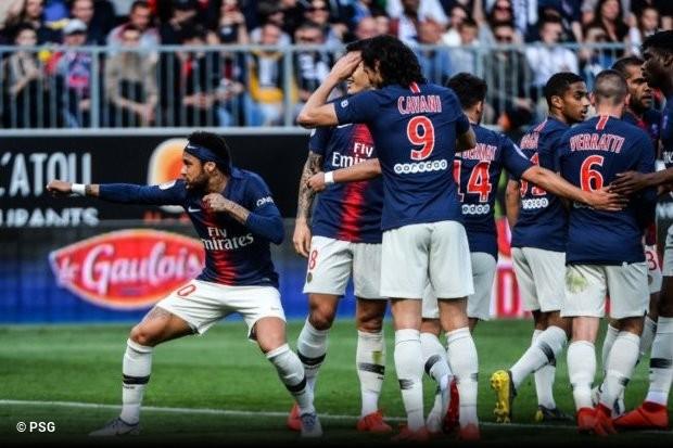 f810f63988a64 E2. Neymar encontrou forma inusitada de protestar pela suspensão após  agredir torcedor do Paris Saint-Germain. No último jogador antes de cumprir  o gancho ...