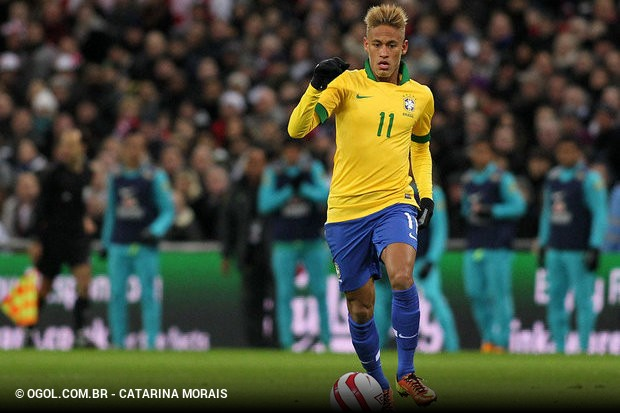 27850cf914 A fraca atuação de Neymar no amistoso diante da Inglaterra aumentou ainda  mais os questionamentos da imprensa europeia sobre o real valor do jogador.